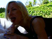 Mamie chaude recherche de la bite à bouffer