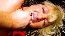 La maman qui baise et qui montre à sa fille ses secrets