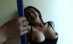 Femme mure aux gros seins se fait lécher la chatte