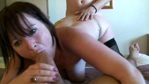 Sexe à l'hôtel entre une mature et jeunot