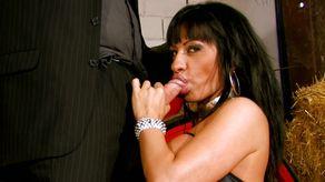 femme mature suce un mec saoul et abuse de lui